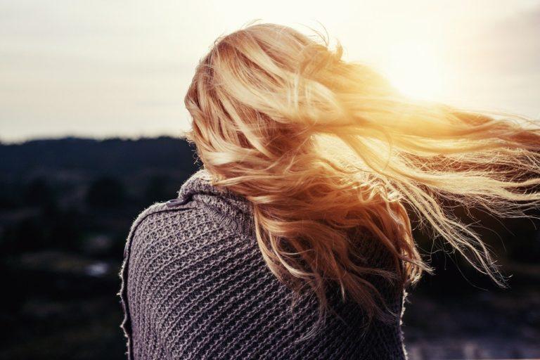 Zabieg przedłużania to szybki sposób na długie włosy