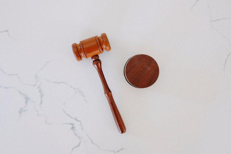 Jakie zadanie stoją przez prawnikiem korporacyjnym?